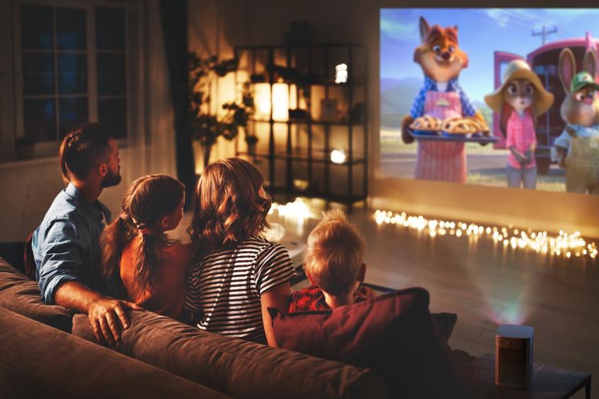 משפחה רואה סרט