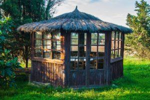 חדר מעץ